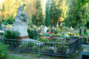 Der Aufwand für die Grabpflege kann sehr unterschiedlich sein